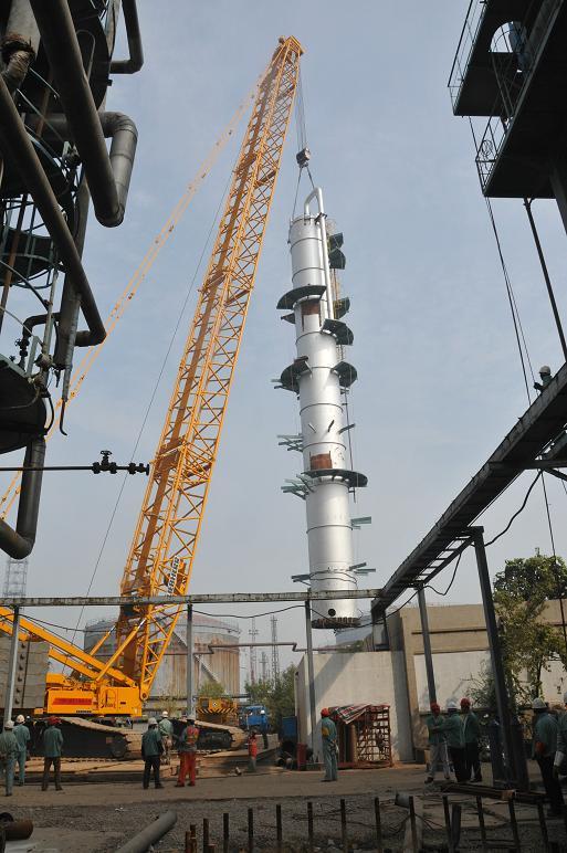 胜利油田常减压改造工程初留塔吊装